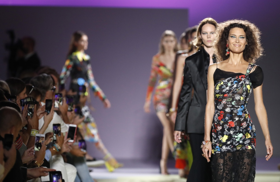 bddbebb55d42 Reports  Versace on verge of sale to Michael Kors