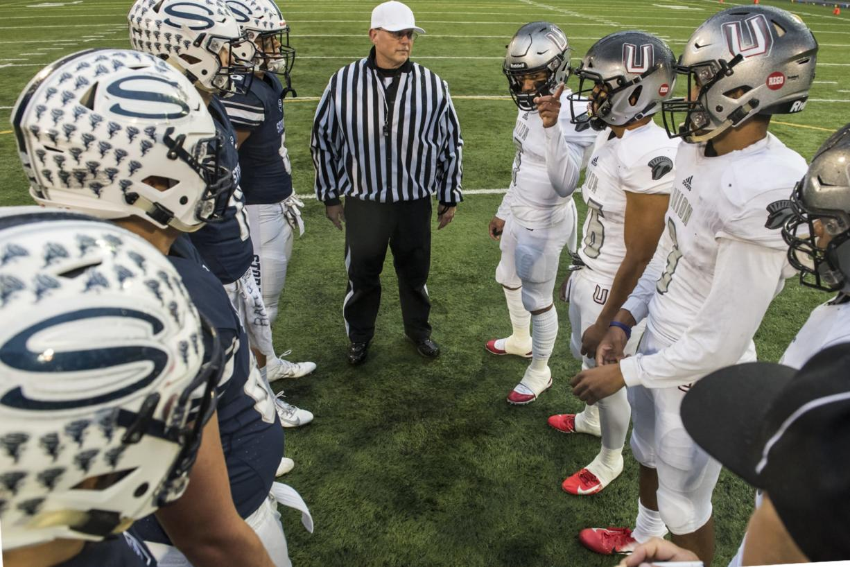 Union's Lincoln Victor, center right, choses the team's defending goal following the coin toss against Skyview at the Kiggins Bowl on Friday night, Oct.