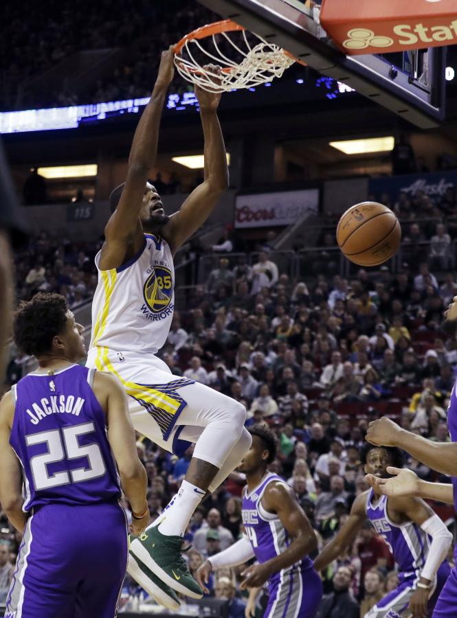 d5dbbd281 Golden State Warriors forward Kevin Durant dunks as Sacramento Kings  forward Justin Jackson (25)