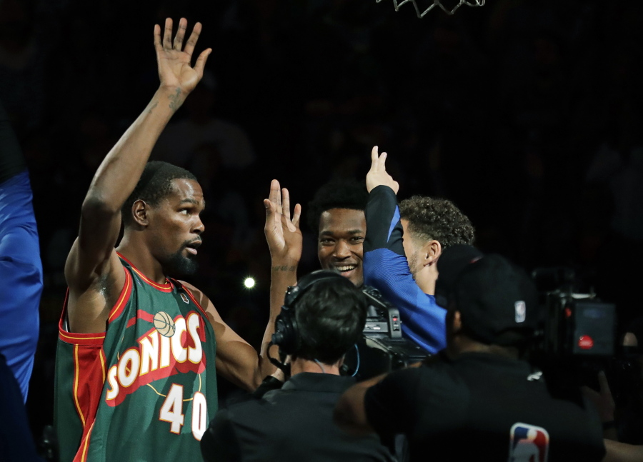 b2ac9ed5872 Durant feels the love in NBA s (brief) return to Seattle