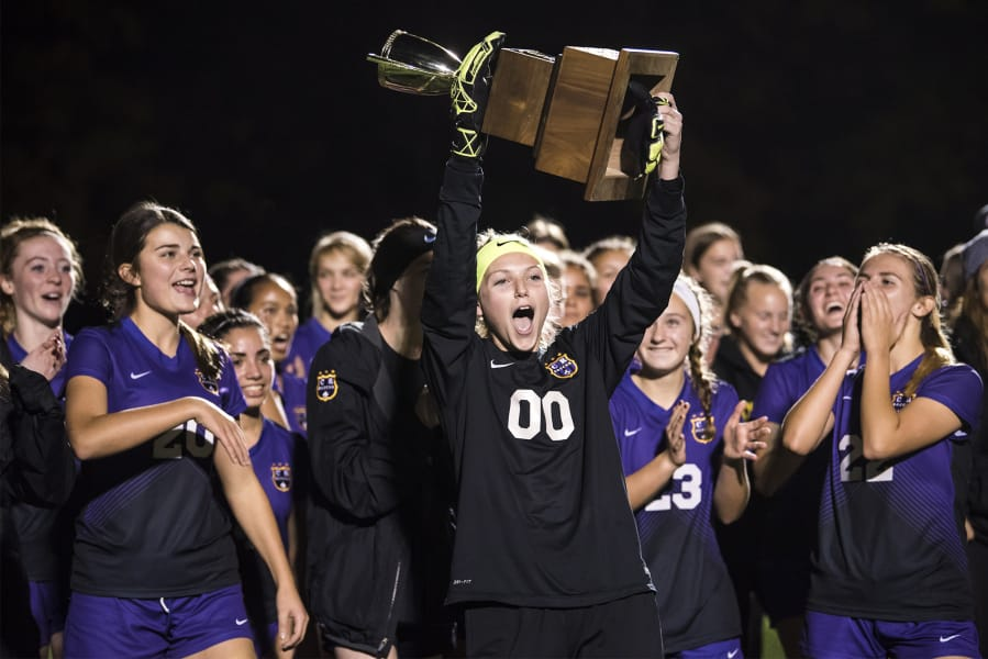 Familiar Story Columbia River Is District Champ In Girls Soccer