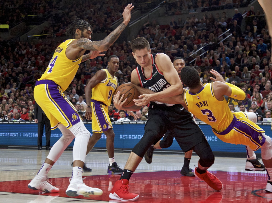 James Scores 28 As Lakers Fend Off Blazers