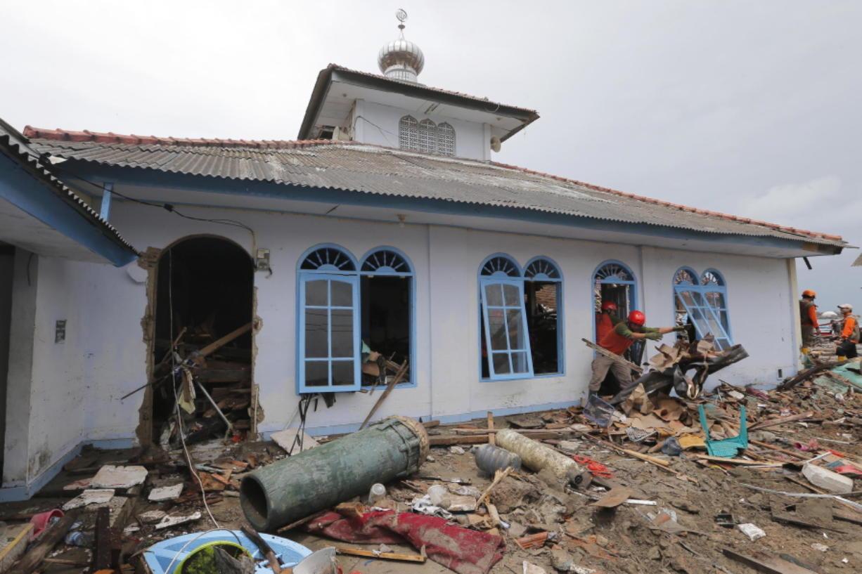 Indonesia Christmas 2020 Tsunami Site:Youtube.Com Indonesia tsunami survivors remain jittery as deaths hit 429