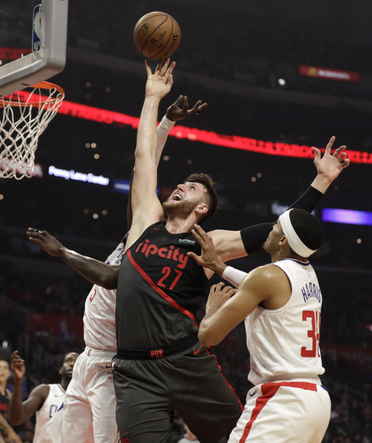 Blazers Sink Clippers 131-127