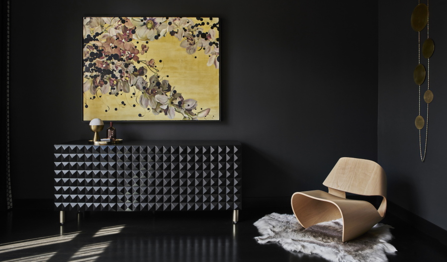 Black Walls Give Cozy Ambiance, Contrast For Colorful Furnishings