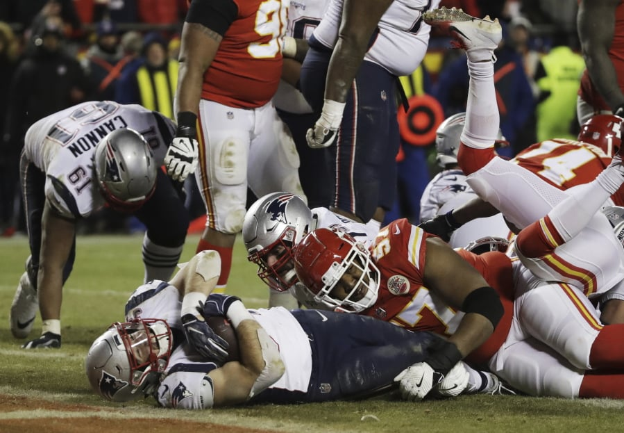New England Patriots running back Rex Burkhead (34) dives to the end zone  for 28670e5e9