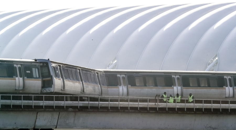 2 Derailed Cars On Track At Atlanta Airport To Be Moved The Columbian