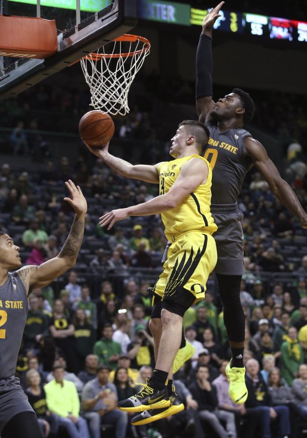 Oregons Payton Pritchard Center Goes Up For A Shot Between Arizona States Rob Edwards