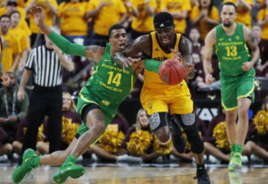 Oregon's Kenny Wooten (14) tries to steal the ball from Arizona State's Zylan Cheatham during the fi
