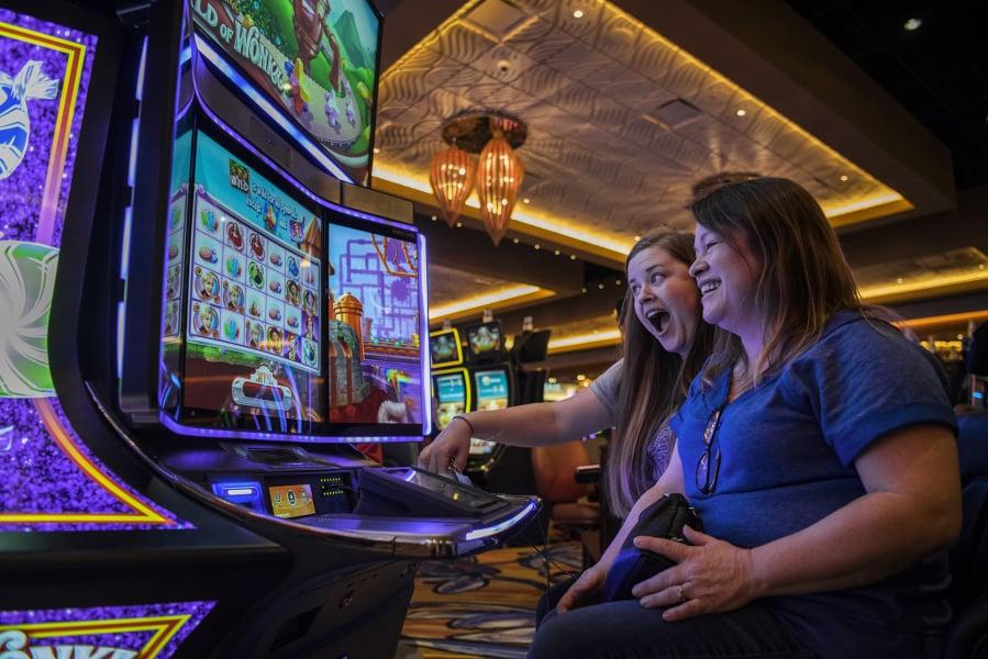 How Many Slot Machines At Illani