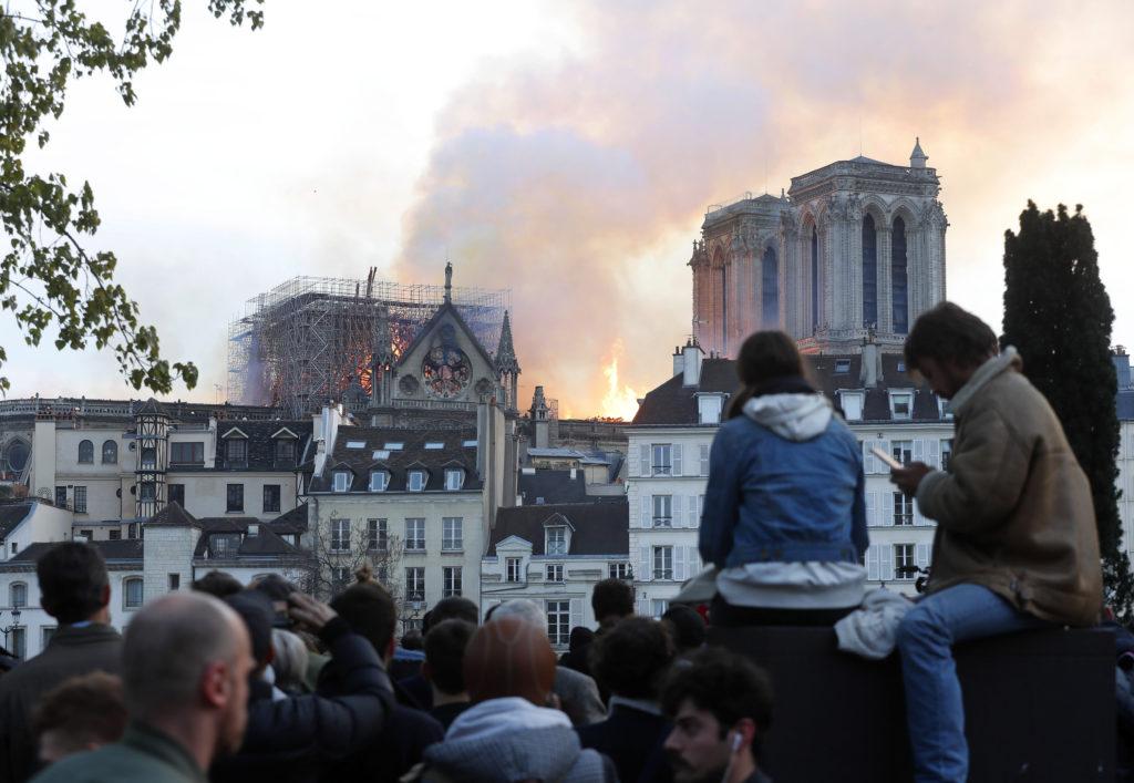 Notre-Dame kebakaran