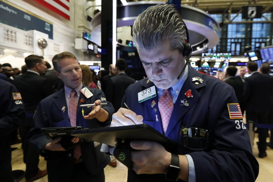 US STOCKS-3M slump keeps Wall St under pressure, tech offers support