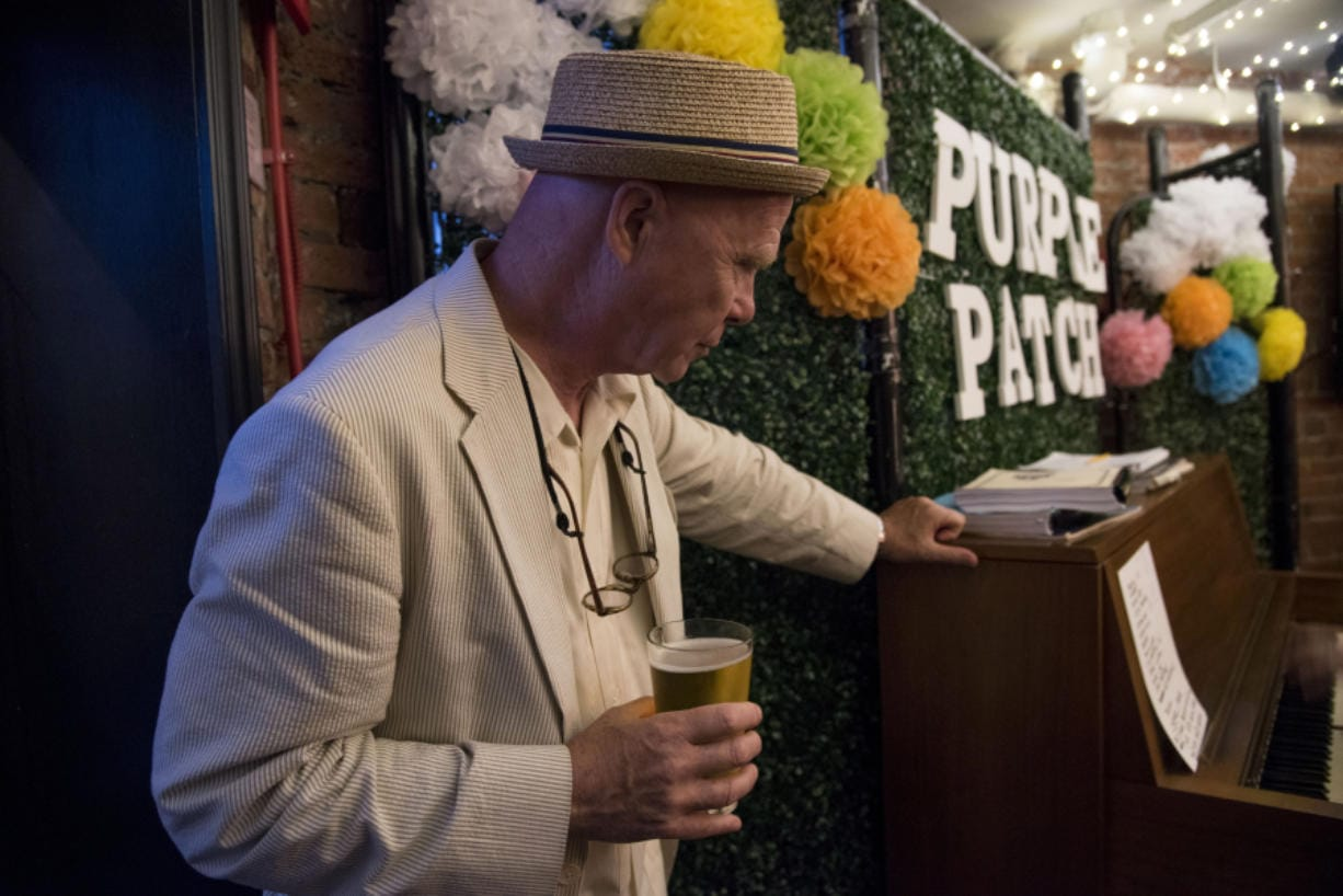 In makeshift piano bar, a city comes together - Columbian com