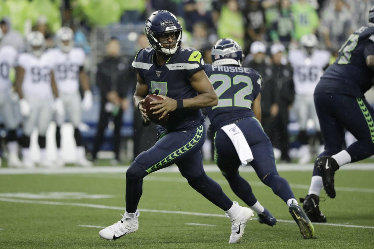 Seahawks Down To 1 Qb After Cutting Smith Lynch Columbian Com