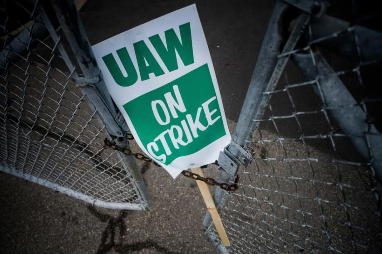 As negotiations with GM continue, UAW workers get strike pay instructions
