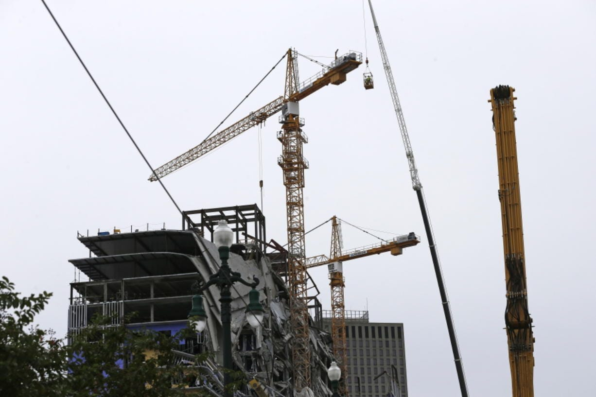 New Orleans delays plans to collapse 2 cranes - 47abc