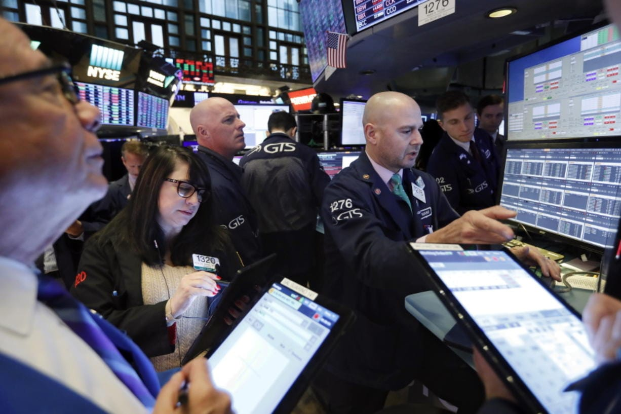 Stocks edge higher over continued trade optimism