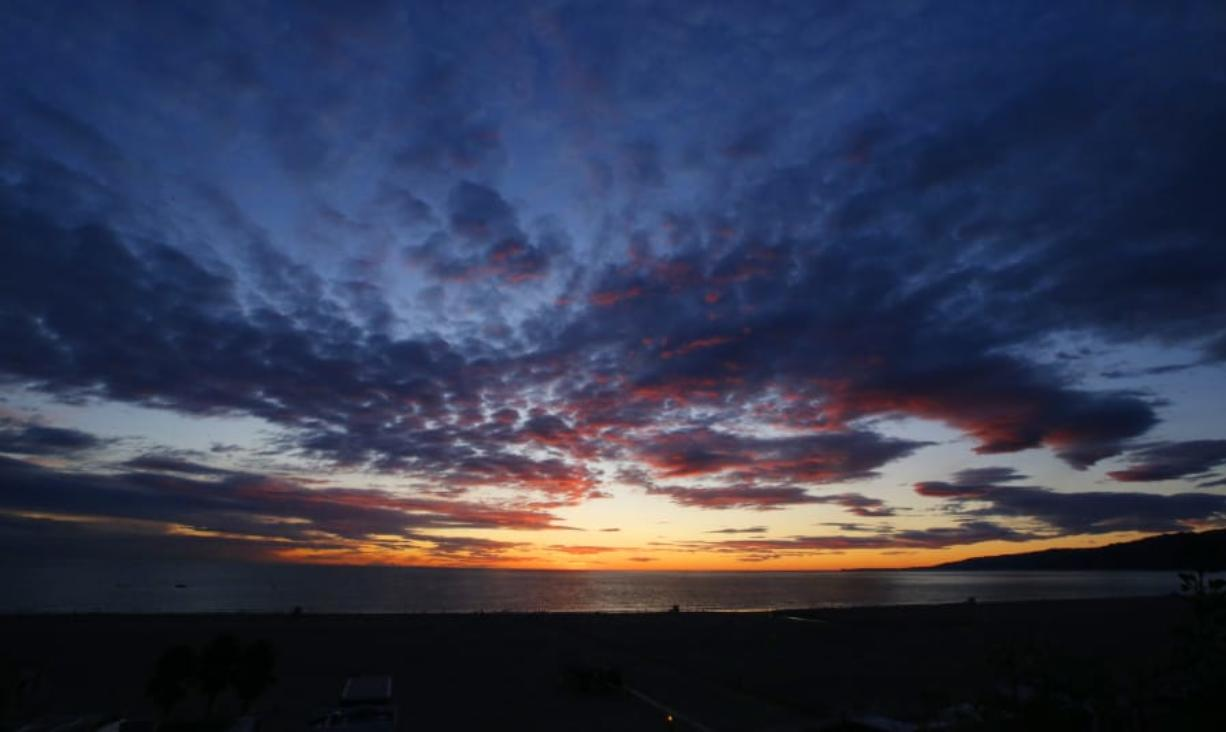 The sun sets over the Pacific Ocean on Dec. 30 in Santa Monica, Calif. (reed saxon/Associated Press)