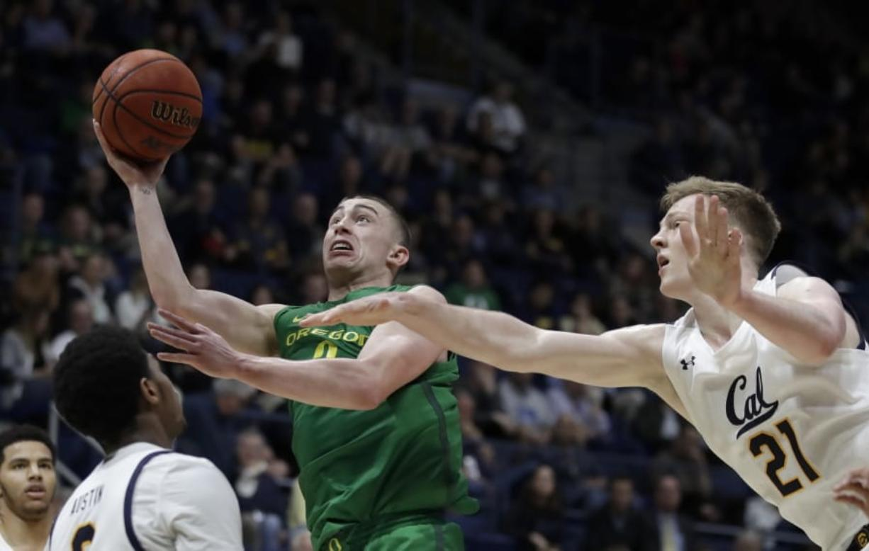 Oregon's Payton Pritchard, second from right, shoots past California's Lars Thiemann (21) in the second half of an NCAA college basketball game Thursday, Jan. 30, 2020, in Berkeley, Calif.