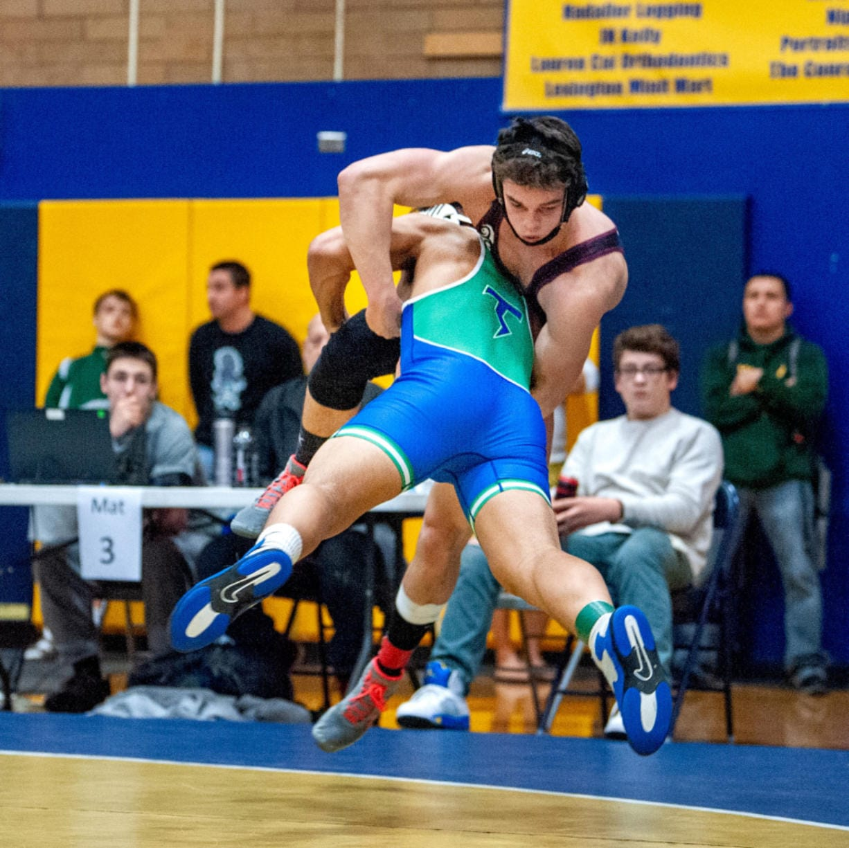 Mountain View's Va Ili launches himself at Mercer Island's Colin Farrell in their 182-pound final.