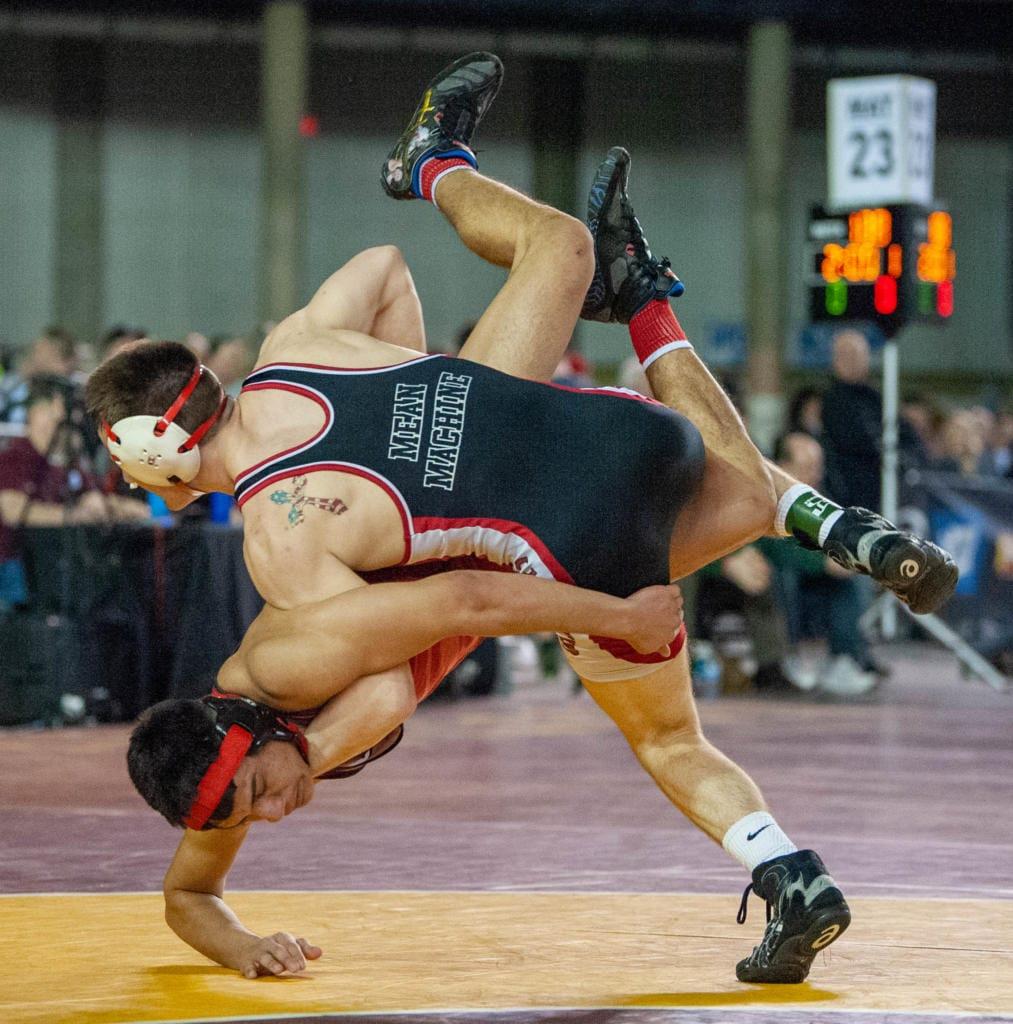 Camas' Gideon Malychewski competes in a 160-pound quarterfinal match at Mat Classic XXXII on Friday.