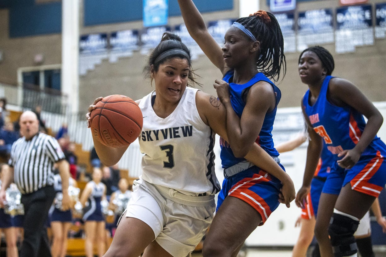 Skyview's Mikelle Anthony drives to the hoop against Auburn during a game at Skyview High School on Thursday night, Feb. 13, 2020. (Nathan Howard/The Columbian)