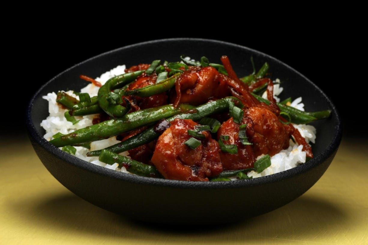 Spicy chile crisp is an great way to punch up a chicken dinner. Try this recipe for chile crisp chicken with shallots and green beans. (Terrence Antonio James/Chicago Tribune/TNS)