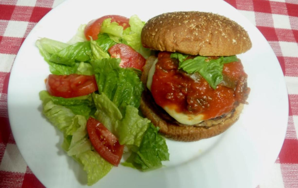 Pizza-flavored chicken burgers and salad.