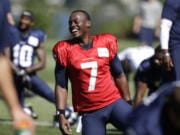 """FILE - In this July 27, 2014, file photo, Seattle Seahawks quarterback Tarvaris Jackson smiles while stretching at an NFL football camp practice in Renton, Wash. Former NFL quarterback Tarvaris Jackson has died in a one-car crash outside Montgomery, Ala., authorities said Monday, April 13, 2020. He was 36. The 2012 Chevrolet Camaro that Jackson was driving went off the road, struck a tree and overturned at 8:50 p.m. Sunday, Trooper Benjamin """"Michael"""" Carswell, an Alabama Law Enforcement Agency spokesman, said in a news release. Jackson was pronounced dead at a hospital."""