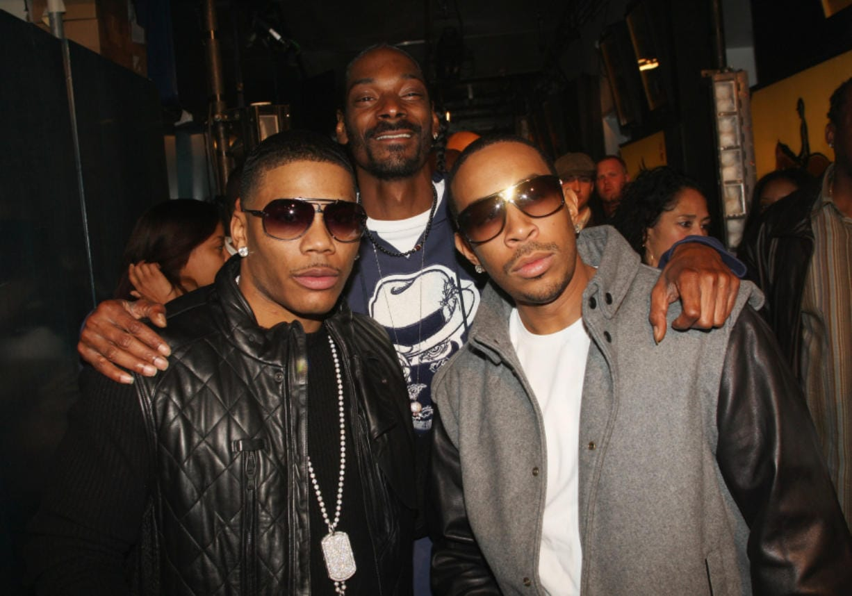 "Rappers Nelly, Snoop Dogg and Ludacris pose during MTV's TRL ""Total Finale Live"" at the MTV studios in Times Square in 2008 in New York City."