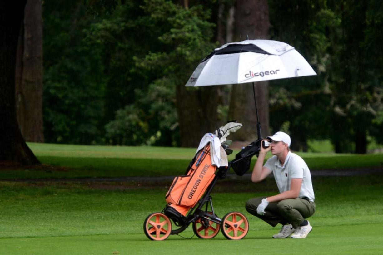 Spencer Tibbits uses a range finder to find his distance from the ninth hold on the second day of the Royal Oaks Invitational in Vancouver.