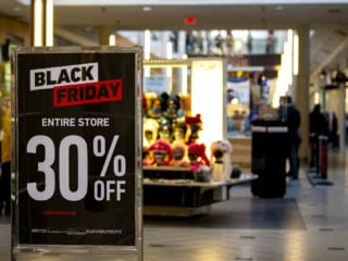 Shoppers flock to Vancouver Mall for Black Friday