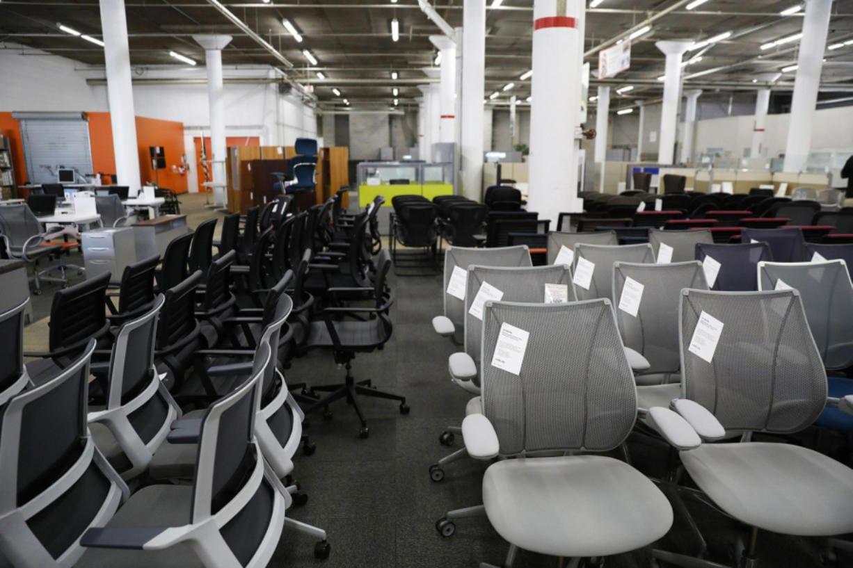 Sillas para oficina en Office Furniture Center, en Chicago, el 4 de noviembre de 2020. (Jose M.