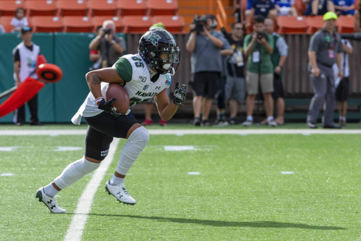Hawaii wide receiver Lincoln Victor (85) returns a kickoff in the first half of the Hawaii Bowl NCAA college football game, Tuesday, Dec. 24, 2019, in Honolulu.