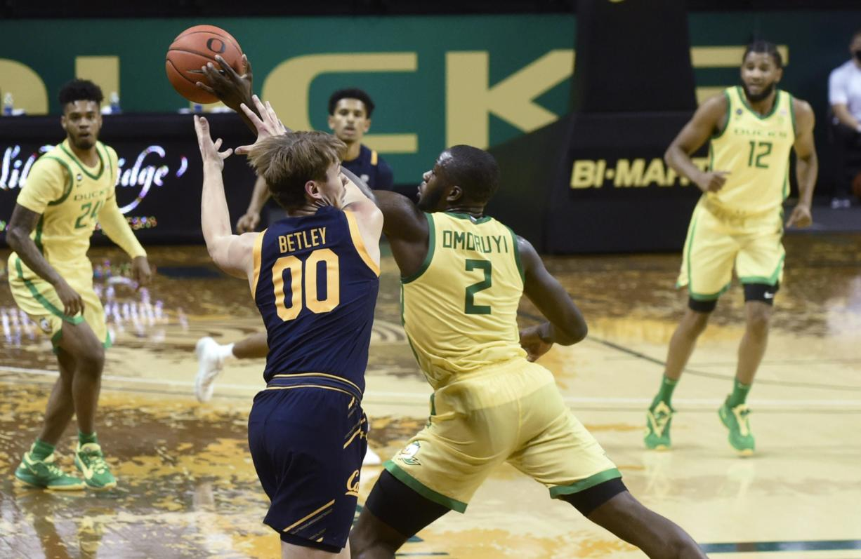 Oregon Ducks forward Eugene Omoruyi (2) steals the ball from California Golden Bears guard Eugene Omoruyi(00) during the first half of their Pac 12 Conference game at Matthew Knight Arena in Eugene, Oregon December 31, 2020.