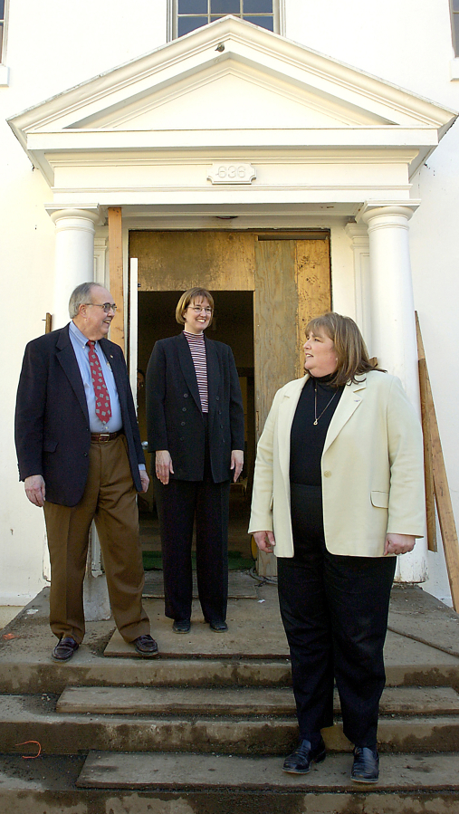 Arch Miller, chairman of the International Air Academy, Vancouver, and his daughters, Suzy Taylor, center, and Lynn Rullman, in front of an entrance to the Red Cross Building, West Barracks.