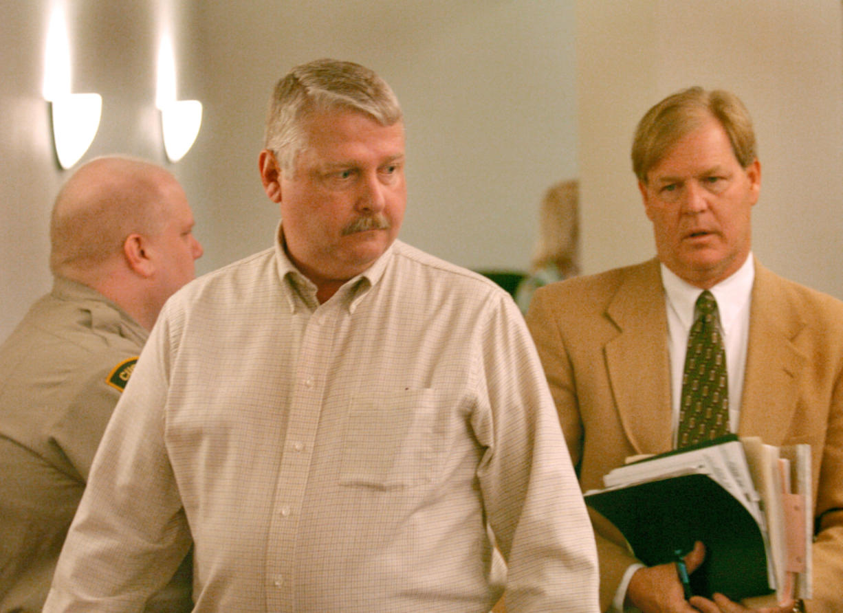 Thomas Moody, left, appears in Clark County Superior Court in 2004 with his attorney Tom Phelan.