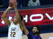California forward Andre Kelly (22) takes a shot in front of Washington guard Marcus Tsohonis (0) during the first half of an NCAA college basketball game, Saturday, Jan. 9, 2021, in Berkeley, Calif.