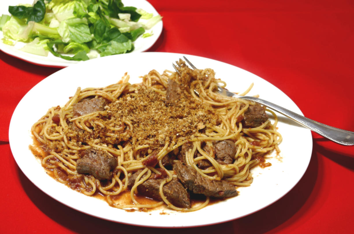Crispy spaghetti with meat strips.