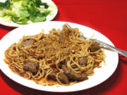 Crispy spaghetti with meat strips.