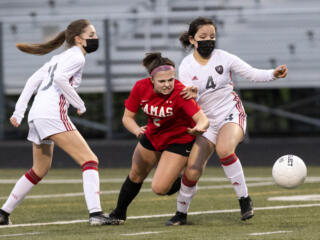 Camas girls soccer defeats Union 2-0