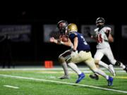 Camas' Jake Blair runs for one of his three touchdowns during Camas' 40-32 win over Kelso (Jordan Nailon/Longview Daily News)