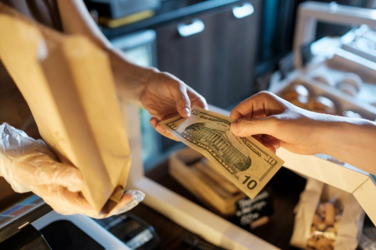 Some state and city leaders want to require retailers to accept cash.