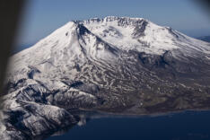 Aerial trip around Mount St. Helens 41 years after eruption news photo gallery