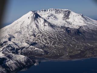 Aerial trip around Mount St. Helens 41 years after eruption