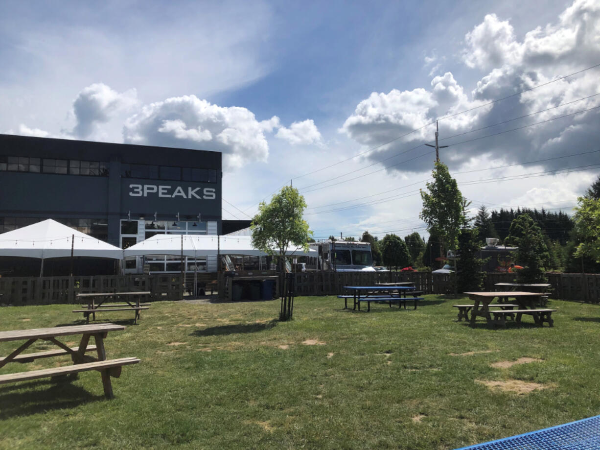 The Smokin' Oak will have a food truck at 3Peaks Public House and Taproom in Ridgefield at least through the end of summer.