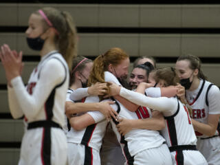 Camas girls shoot way past Union to win district title