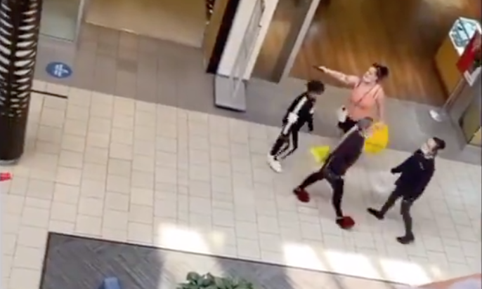 Woman displays gun during confrontation at Vancouver Mall
