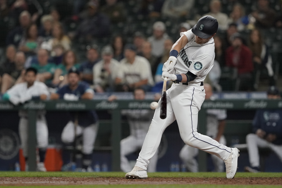 Bauers' first homer for Mariners tops Twins