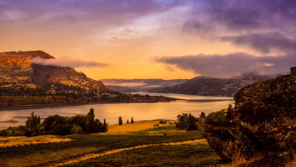 A foggy morning scene on the Columbia River near The Dalles, Oregon